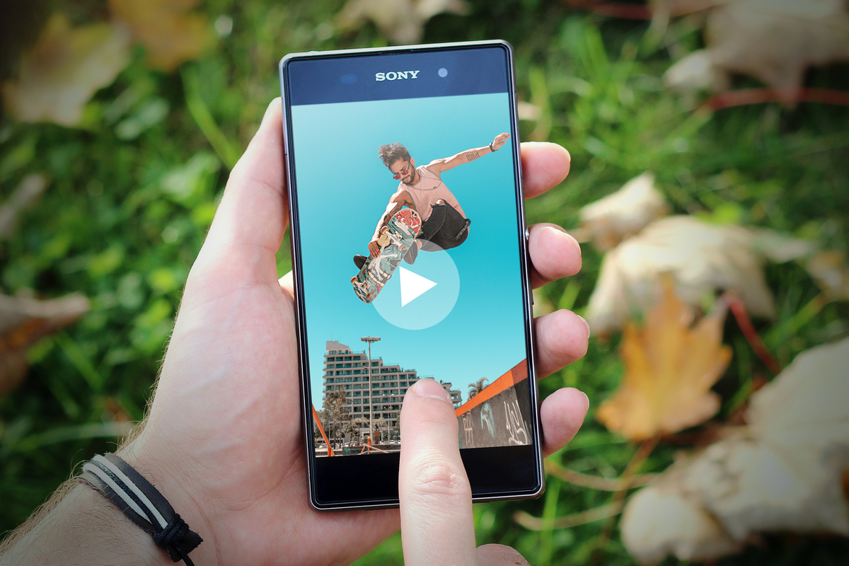 share video fin copy 100848690 large.3x2 - How to share large video files on Android